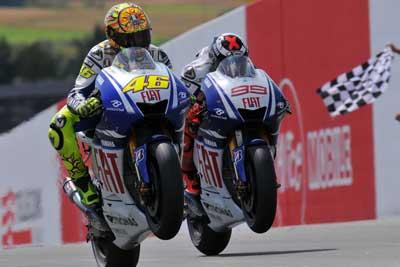 MotoGP – La Yamaha la moto da battere con Rossi e Lorenzo, si anima il motomercato