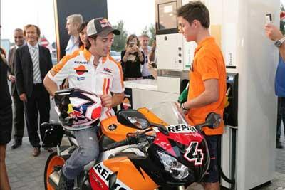 MotoGP – Andrea Dovizioso inaugura una stazione Repsol