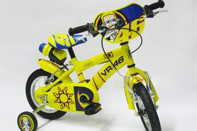 MotoGP – Valentino Rossi monta in sella… questa volta su una bici!