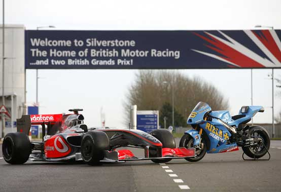MotoGP – La Rizla Suzuki GSV-R a Silverstone per festeggiare il ritorno delle 2 ruote