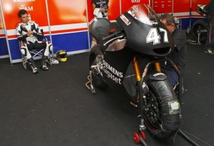 Moto2 – Test Barcellona Day 2 – Caduta con lussazione della spalla per Roby Rolfo