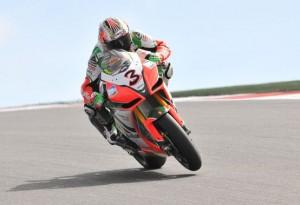 Superbike – Gara 1 Portimao – Un grande Max Biaggi porta alla vittoria l'Aprilia