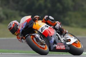 MotoGP Le Mans, Prove Libere 2: Stoner sempre in testa, Rossi nono