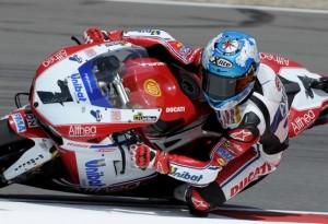 Superbike Silverstone: Checa il più veloce nelle prime qualifiche, Biaggi nono