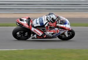 Superbike Silverstone Gara 2: Doppietta per Checa, Melandri ancora a podio