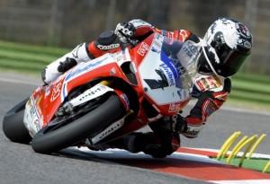 Superbike Imola: Checa vince gara 2, ma la festa è rimandata
