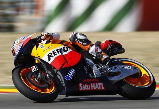 MotoGP Aragon, Qualifiche: Nona pole dell'anno per Stoner, Rossi tredicesimo