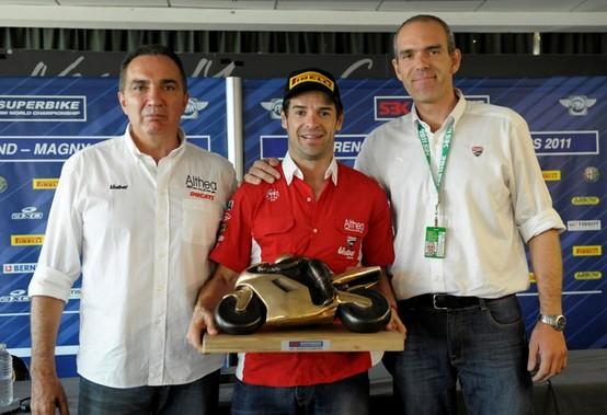 Superbike: A sorpresa Carlos Checa rimarrà con la Ducati anche per il 2012