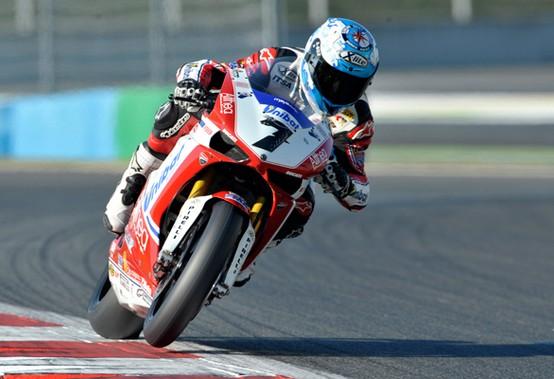 Superbike Magny Cours: Checa non si accontenta, è doppietta