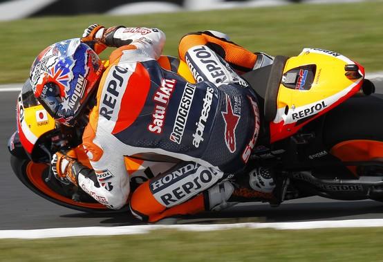 MotoGP Phillip Island, Warm Up: Stoner al comando, brutta caduta per Lorenzo
