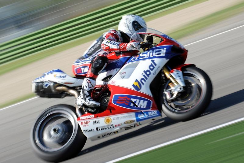 Superbike Imola: in gara 1 Checa conquista nuovamente il gradino più alto del podio.