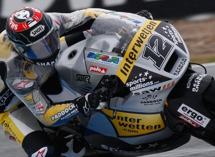 Moto2 Le Mans: Thomas Luthi vince il Gran Premio di Francia, out Marquez, Corti a podio