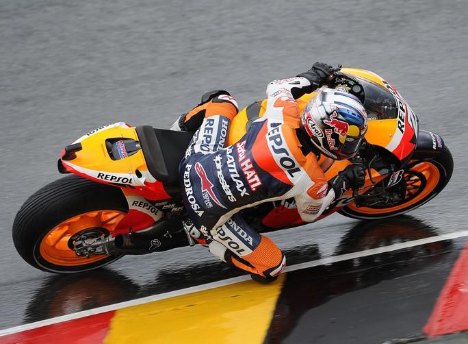 MotoGP Sachsenring, Qualifiche: Parola a Stoner, Spies e Pedrosa