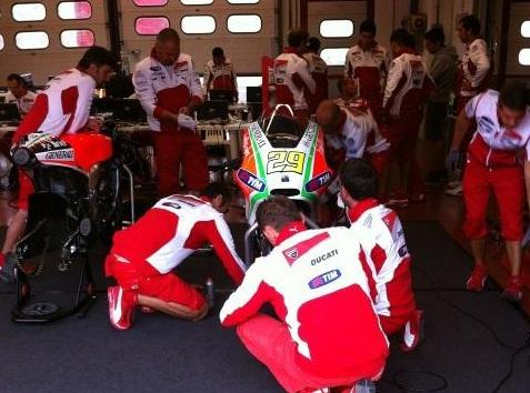 MotoGP: Andrea Iannone batte Valentino Rossi, ma che strana questa Ducati che comunica i tempi dei test