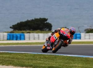 MotoGP Phillip Island: Domina Stoner, cade Pedrosa, Lorenzo è di nuovo Campione del mondo