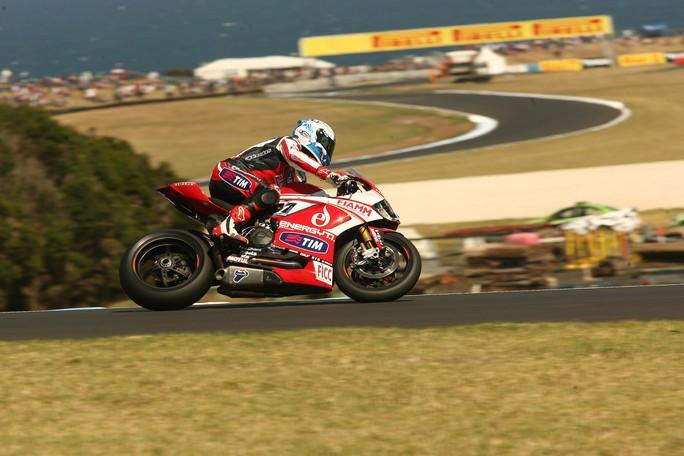 Superbike Phillip Island: Checa si conferma anche nel warm up