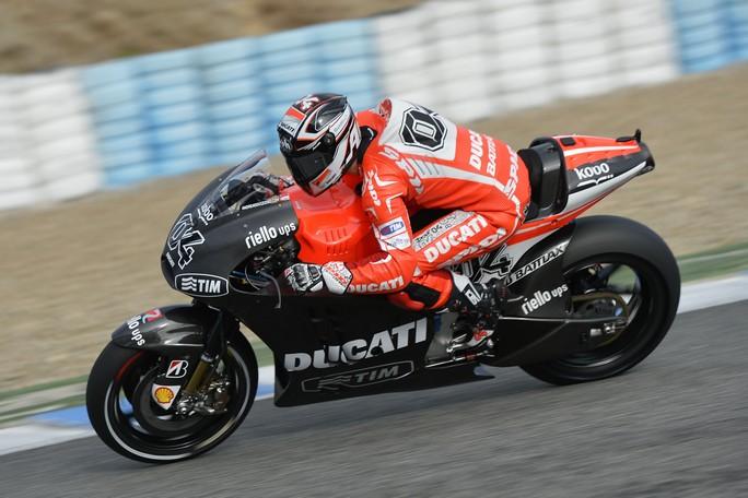 Andrea Dovizioso in azione a Jerez con la sua Ducati Desmosedici GP13