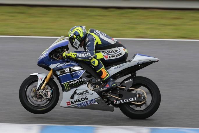 Valentino Rossi in azione a Jerez con la sua Yamaha M1