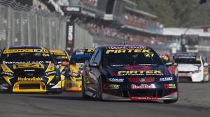 Casey Stoner risponde alle critiche con una grande gara 2 nel V8 Supercars ad Adelaide – Video