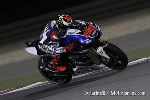 MotoGP Qatar: Vince Lorenzo, ma Valentino Rossi e Marc Marquez danno spettacolo