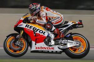 MotoGP Qatar, Prove Libere 2: Marquez beffa le Yamaha di Lorenzo e Rossi, ancora indietro Pedrosa