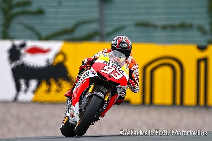 MotoGP Sachsenring: Uno strepitoso Marquez vince in Germania davanti ad un coriaceo Cal Crutchlow, Rossi è 3°
