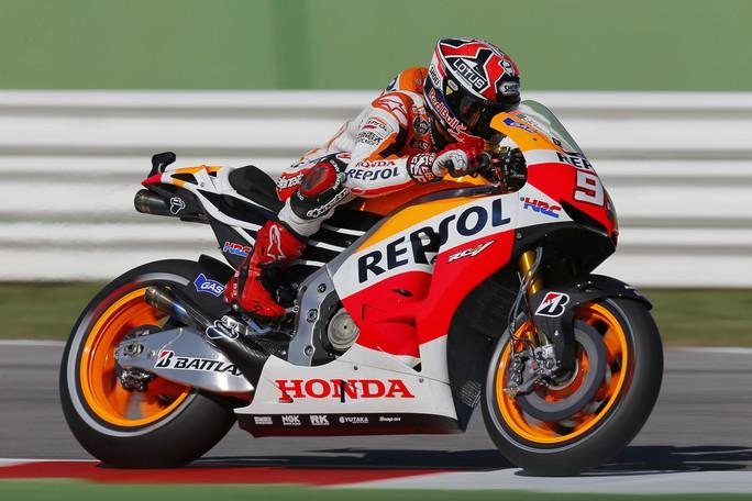 MotoGP Misano, Prove Libere 4: Marquez, miglior tempo e caduta