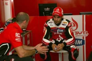 Superbike Spagna: Su pista umida Forés più veloce nel warm up