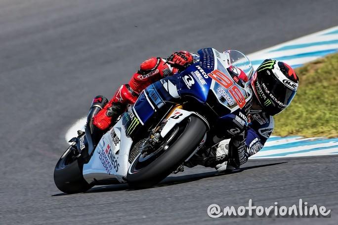 MotoGP Phillip Island: Lorenzo vince, Marquez prende la bandiera nera, mondiale riaperto!