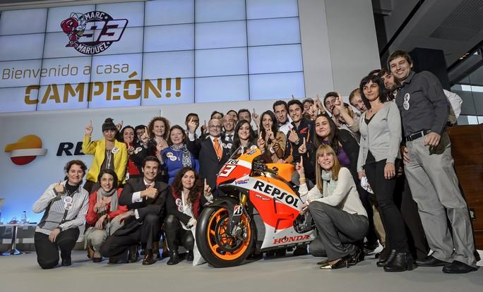 MotoGP: I dipendenti Repsol omaggiano Marc Marquez