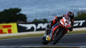 Superbike: In Gara 2 cede Laverty e vince Guintoli