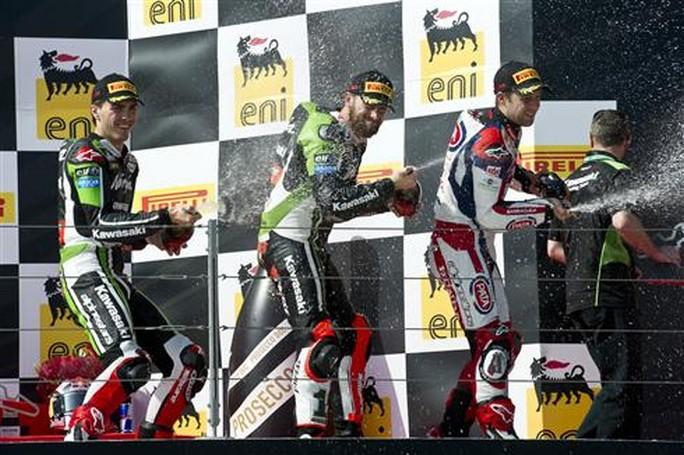 Superbike: Incredibile double per la Kawasaki e Sykes