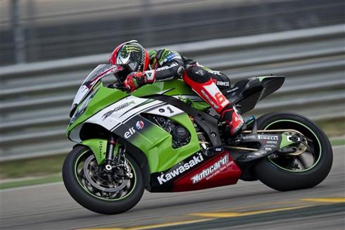 Superbike: Tom Sykes in volata vince anche Gara 2