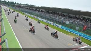 Superbike: Haslam parte dalla prima fila nella gara di casa