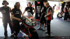 Superbike: La Aprilia cerca risultati importanti a Donington