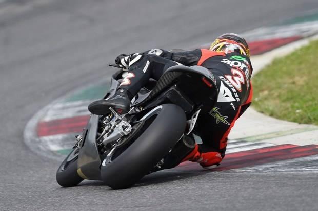 Max Biaggi in pista al Mugello con l'Aprilia MotoGP