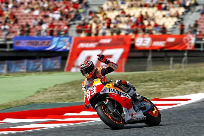 MotoGP Catalunya: Spettacolo in pista, Marquez fa 7 su 7 ma Rossi e Pedrosa sono lì
