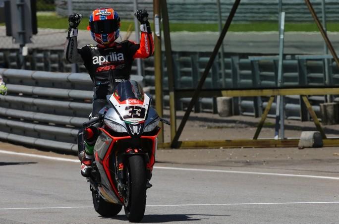 Superbike: Marco Melandri conquista anche Gara 2 del Pirelli Malaysian Round