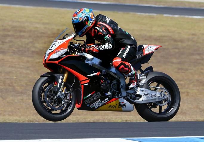 Superbike: Marco Melandri firma anche le seconde libere in Algarve