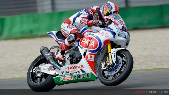 Superbike: Jonathan Rea trionfa sul bagnato in Gara 2 a Portimao