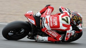 Superbike: Chaz Davies si porta in testa nel terzo turno di libere