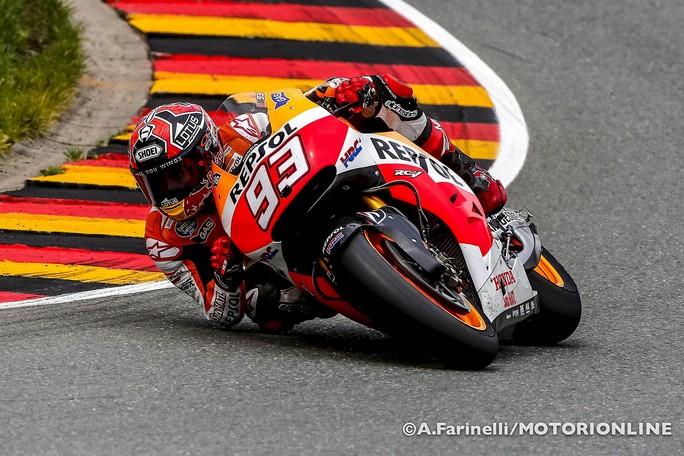 """MotoGP: Carmelo Ezpeleta """"Difficile che Marquez possa correre in due categorie"""""""