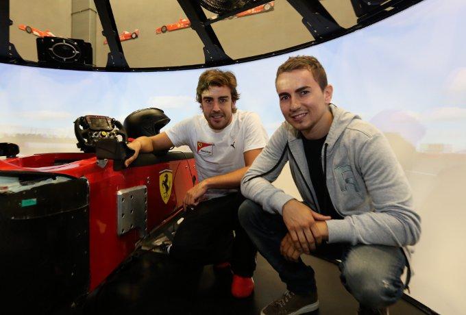 """MotoGP: Jorge Lorenzo visita la Ferrari e su Rossi dice """"Averlo in squadra è una sfida costante"""""""