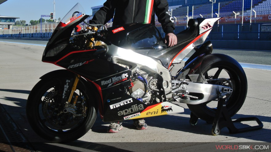 Superbike: Presentato a Milano il Team Aprilia Racing Red Devils