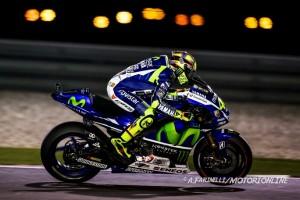 MotoGP Qatar: Uno stratosferico Valentino Rossi batte Dovizioso, con Iannone sono tre italiani sul podio!