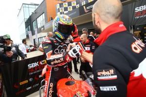 Superbike: Chaz Davies vince Gara 2 ed entra nella storia della Ducati