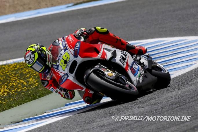 MotoGP Jerez, Prove Libere 4: Marquez a terra, Iannone è il più veloce, bene Dovizioso e Petrucci