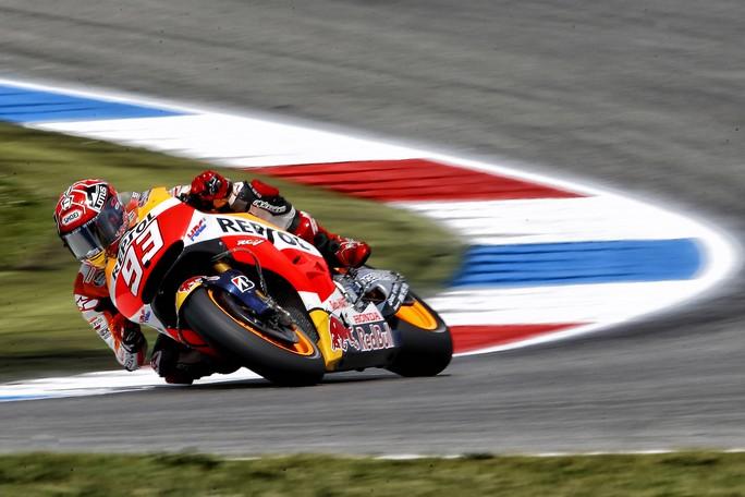 "MotoGP Assen QP: Marquez 3°, ""Felice di essere vicino a Valentino"""