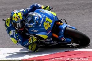 MotoGP Barcellona, Prove Libere 2: Aleix Espargarò porta in vetta la Suzuki, Rossi fuori dai dieci
