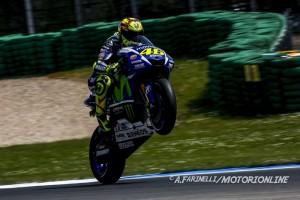 MotoGP Assen: Pole position per Valentino Rossi, indietro Lorenzo, solo ottavo